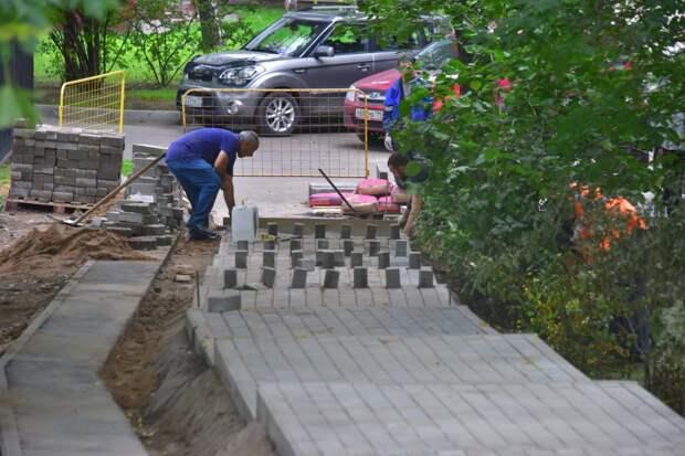 На Штурвальной отремонтируют тротуары и установят новые скамейки