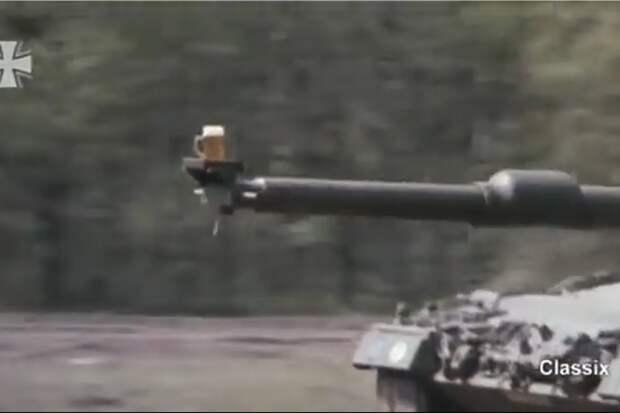 Видео: танк везет настволе кружку пива, непроливая ни капли