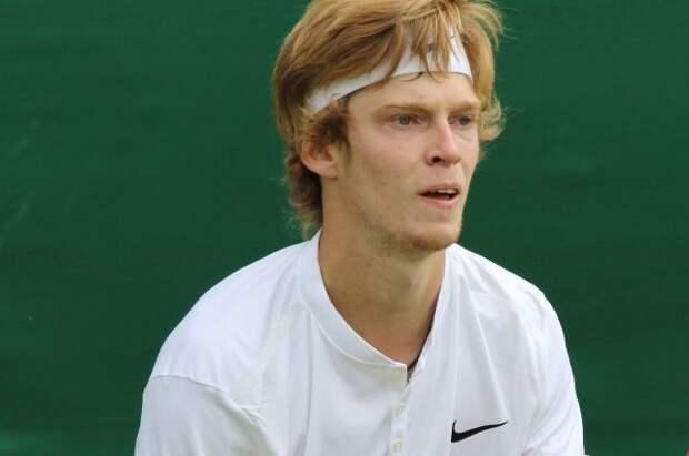 Рублев вышел в четвертьфинал теннисного турнира в Риме