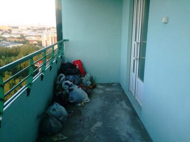 Соседи вонючие мусорные пакеты ставят перед дверью