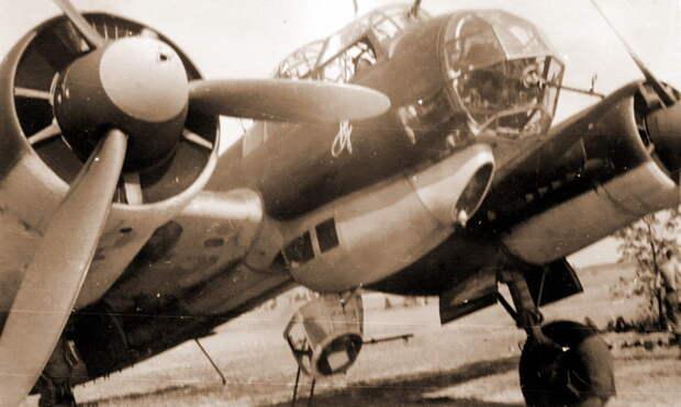 Бомбардировщик Ju 88A-5 из эскадрильи 9./KG 1. На носу видна эмблема в виде вензеля фельдмаршала Пауля фон Гинденбурга - «Сталинские соколы», которые никуда не улетали   Warspot.ru