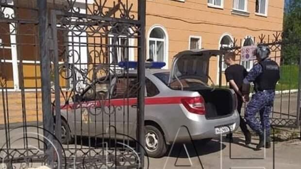 Старшеклассник перед нападением на учительницу в Березниках писал об этом в Сети
