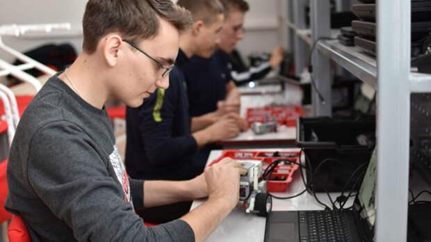 Школьники Александровского района учатся создавать 3D-модели в«Точке роста»