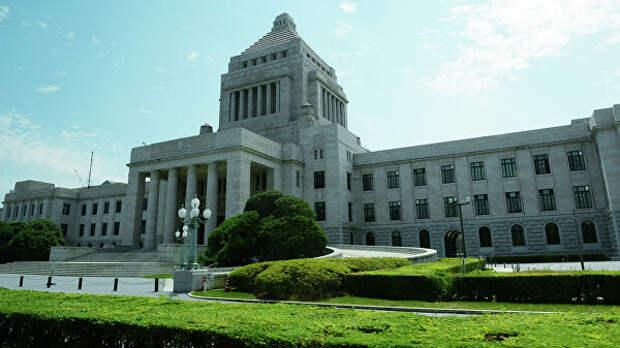 Парламент Японии принял второй дополнительный бюджет на фоне COVID-19
