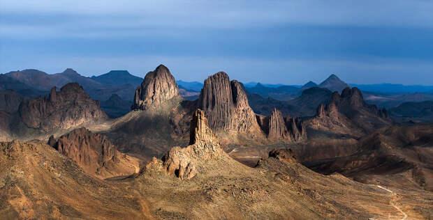 В пустыне Сахара множество загадок. Но научные и археологические экспедиции запрещены