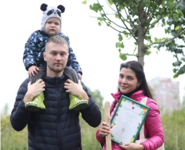 Более 450 именных деревьев посадили в лесопарке «Жулебинский» за сентябрь