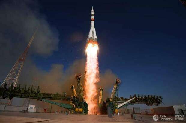 Когда «Шаттлы» годами не могли летать в космос, американцев на МКС доставляли российские ракеты. Естественно, что для США в таком партнерстве был смысл: без российской космонавтики они бы не смогли поддерживать работу станции в принципе / ©РИА Новости