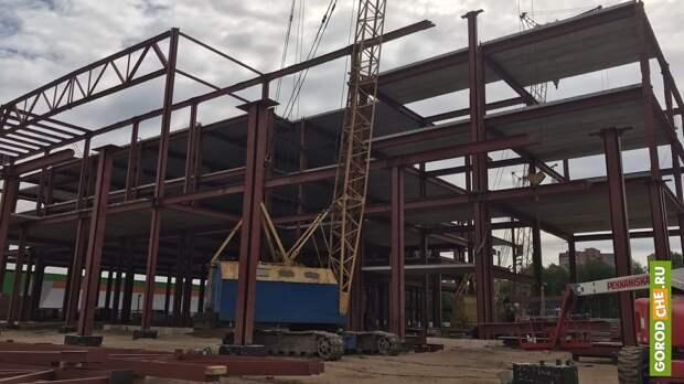 В Череповце продолжено строительство комплекса за супермаркетом «Макси» на Октябрьском проспекте