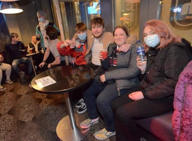 В Великобритании вновь открылись пабы, кафе ирестораны