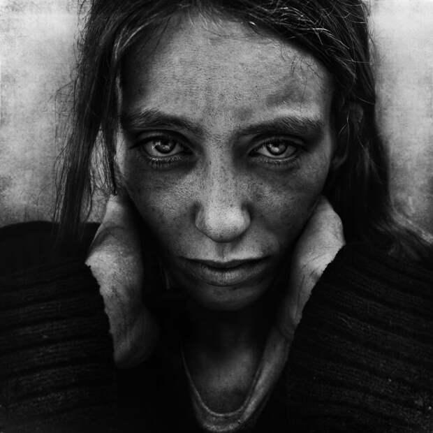 Фотограф снял бездомных, став одним из них