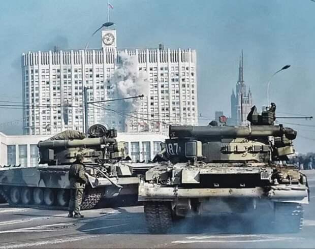 Ученый предсказал расстрел Белого дома и новую власть в России задолго до этих событий