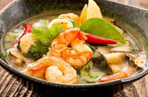 Рыбные супы сытнее борща: в тарелке ложка стоит