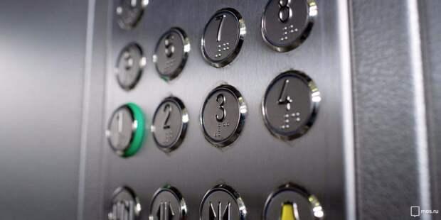 В подъезде дома на Будайском проезде отремонтировали лифт