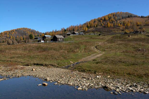 Одна из уединенных шорских деревень.