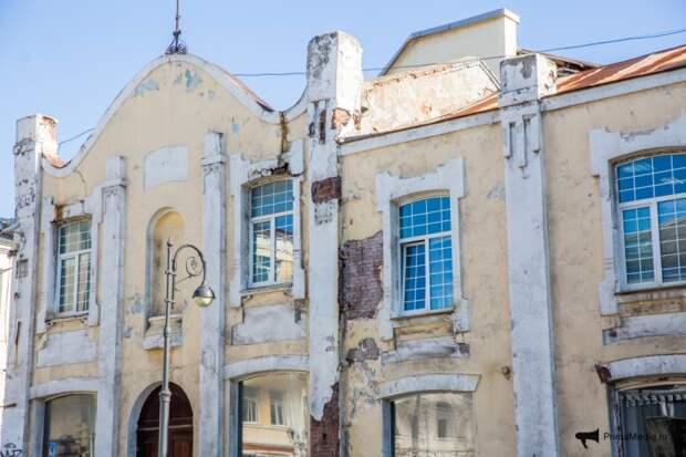 Новые потемкинские деревни: в центре Владивостока осыпающееся здание закроют фальшфасадом