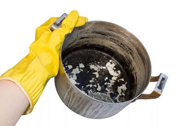 Как быстро отмыть пригоревшую катрюлю: проверенные способы