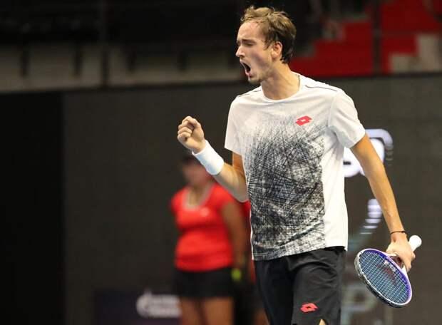 Даниил Медведев вышел в финал «Мастерса» в Торонто, отомстив американцу Джону Изнеру за Рублева