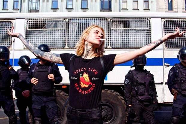 Массовое одурение россиян по примеру Запада: кому это выгодно?