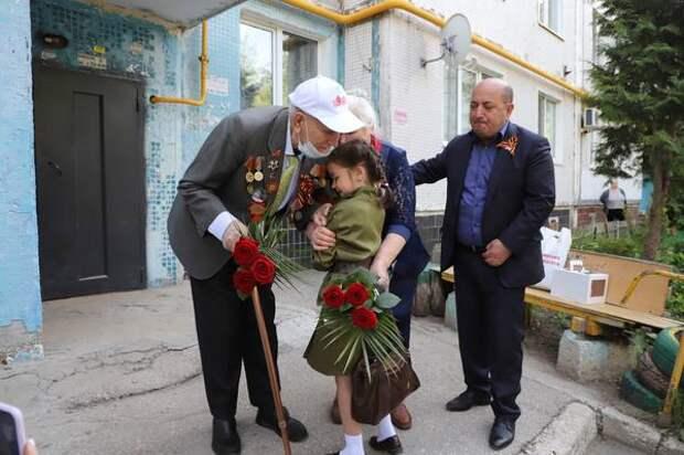 В Красноглинском районе участников Великой Отечественной войны поздравили песнями и кашей из полевой кухни