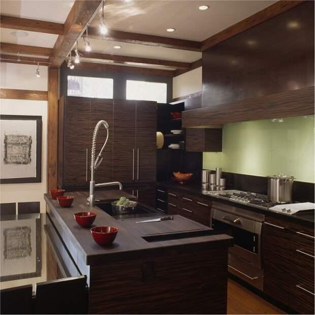 Очень интересный, притягивающий взгляд, рисунок кухонного гарнитура венге