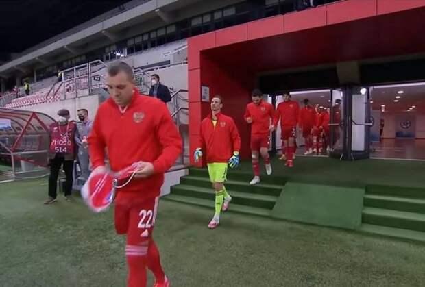 Российским футболистам предложили вставать на колени за «геноцид поляков»