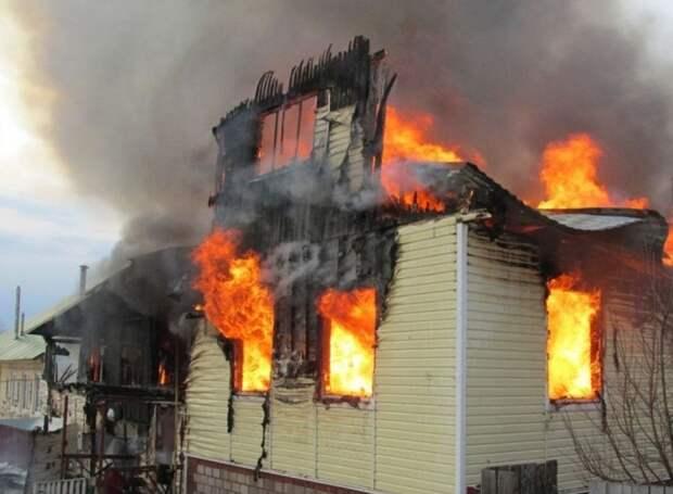 Жителя Удмуртии наградили за спасение пенсионера из горящего дома