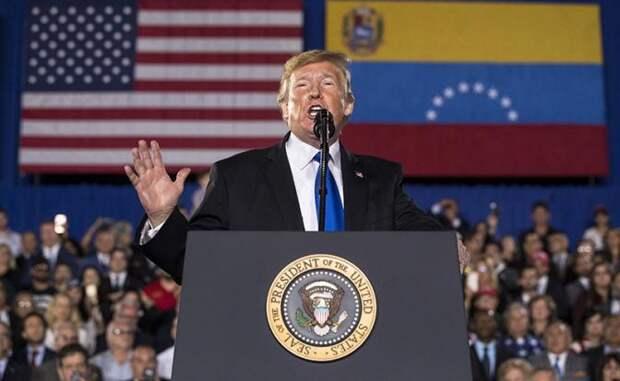 На фото: президент США Дональд Трамп во время выступления по ситуации в Венесуэле в Международном университете штата Флорида перед представителями венесуэльской диаспоры в США