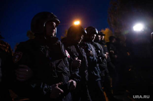 Акция против строительства собора святой Екатерины на Октябрьской площади. Екатеринбург, протест, оцепление, сквер на драме, омон