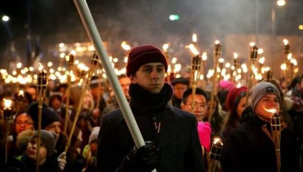 Латвийские радикалы призвали устроить факельное шествие «поудалёнке»