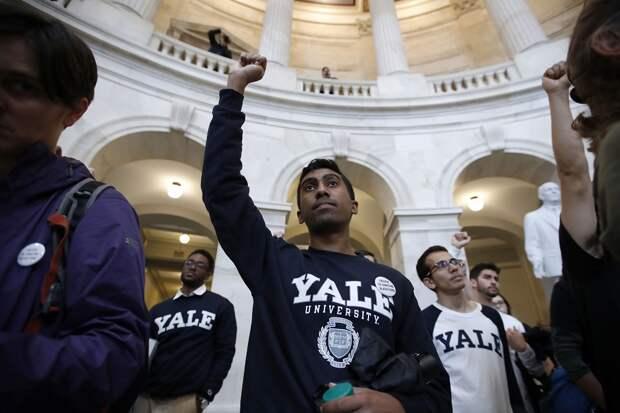 На Йельский университет власти США подали в суд за расовую дискриминацию белых и азиатов