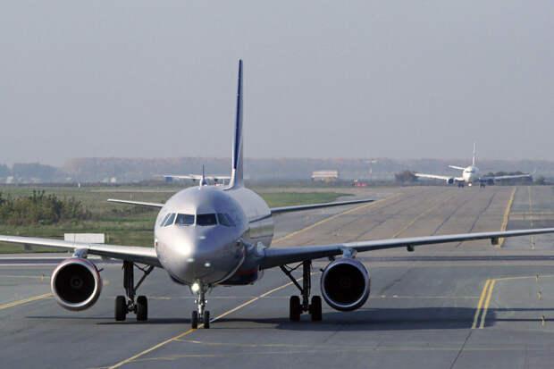 Самолет из Сочи не смог приземлиться в Стригино с первой попытки