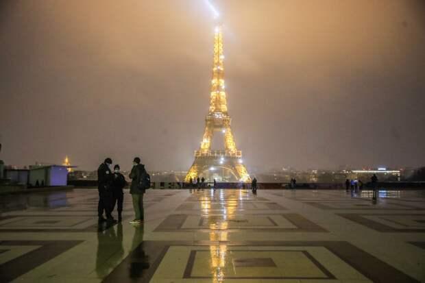 «Эпидемия усугубляется»: Париж закрыли на тотальную изоляцию