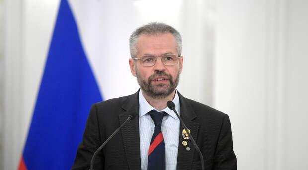 Получавший госпремии РФ академик РАН оштрафован за поддержку Алексея Навального