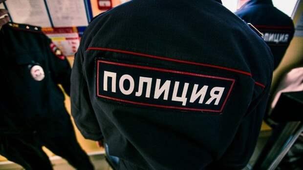 Россиянин разрезал дверь квартиры бензопилой ради извинений