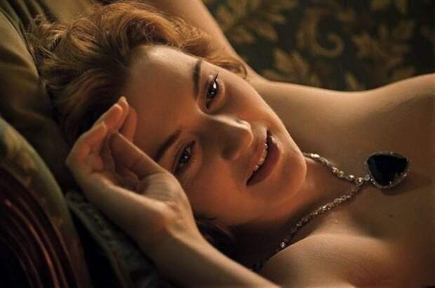 кейт уинслет позирует в ожерелье