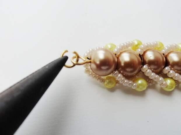 Красивый браслет из бисера и бусин. Фото мастер-класс (25) (520x390, 93Kb)