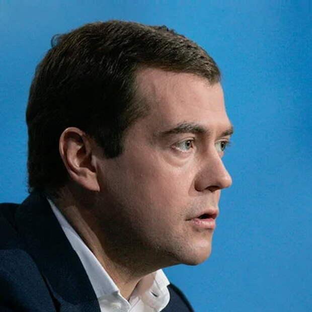 Евгений Сатановский: для чего Медведев настаивал на том, чтобы переименовать милицию в полицию?