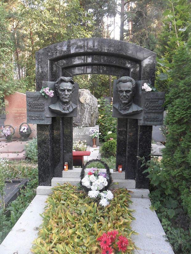 Могила Ерёменко на Восточном кладбище Минска.