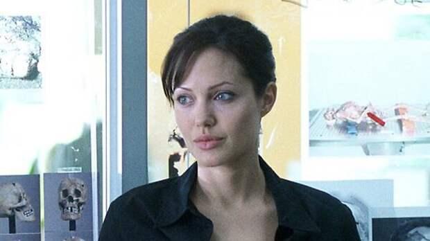 Анджелина Джоли и Брэд Питт придумали новый повод для судебной разборки