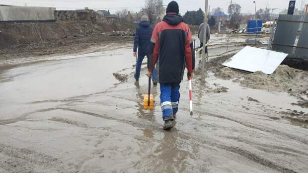 Ростовчане пожаловались назатопленный проход намосту поМалиновского