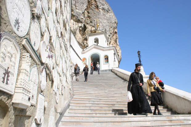 Монастырь в осаде