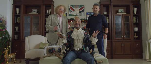 Кирилл Кяро смеется над чудаками в трейлере комедии «Вечер шутов или серьезно с приветом»