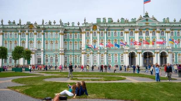 Зимний дворец в Петербурге вошёл в рейтинг лучших дворцов мира