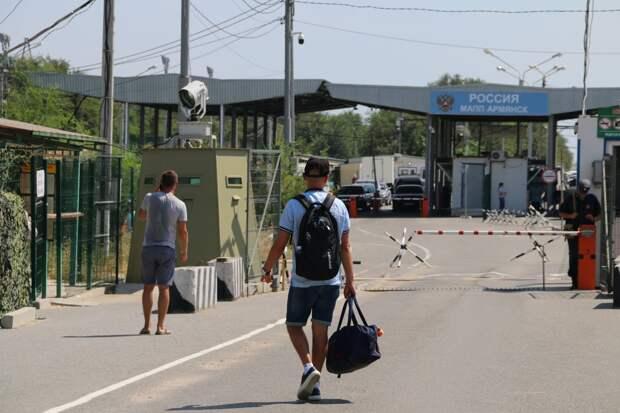 Трое россиян, находящихся в федеральном розыске, попытались сбежать на Украину через крымскую границу
