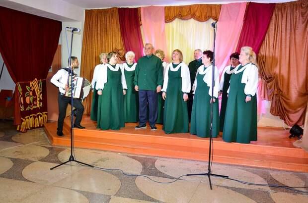 Состоялся отчетный концерт народного хора «Зори»