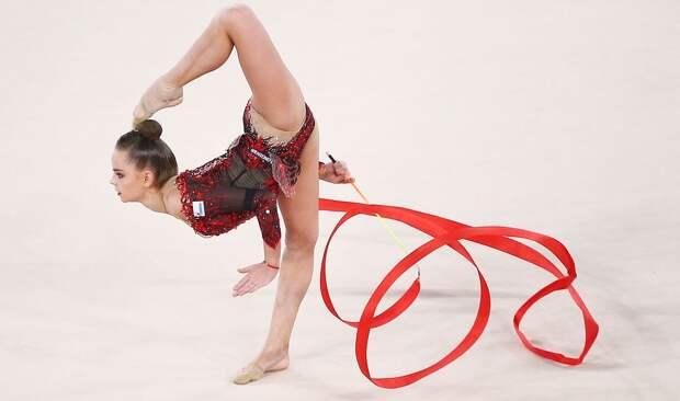 Дина Аверина выиграла личное многоборье на этапе Кубка мира по художественной гимнастике в Ташкенте