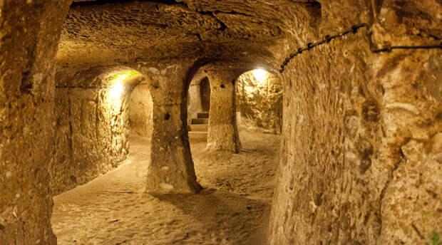 8 древних городов, которые выкопали под землей