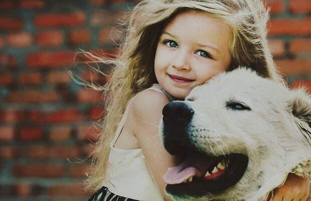 Подборка милых фотографий «Детишки и их друзья» (10 фото)