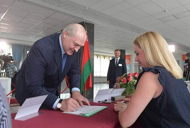 Лукашенко заигрался в любимцы народа