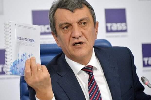 Оскорбительный гимн России включили в Севастополе